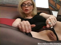 nasty cougar love to give handjobs