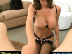 allurious brunette d like to fuck blowing a wang