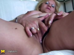 old fat mamma fingering and playing with herself