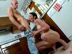 an lascivious french mum want to fuck in her