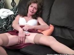 saggy granny in nylons masturbates bushy snatch