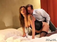 mama older d like to fuck shows her experience