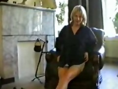 mamma rubbing fur pie on webcam