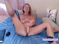 [moistcam.com] immodest mum toys her curly hole!
