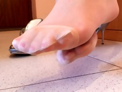 worthy woman nice nylonfeet 54