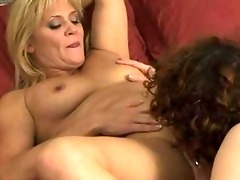 lesbo mommas have hotty on angel in bedroom