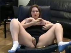 bulky mamma rubs her putt on tape