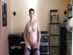 aged hottie with a bulky ass dancing on her