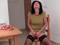 unshaved granny emanuelle in dark stockings