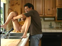 hawt busty bree brooks bangs in kitchen