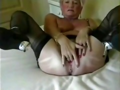 granny opening very wide her stretched arse gap
