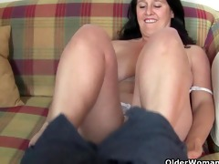 chunky and older housewife acquires finger fucked