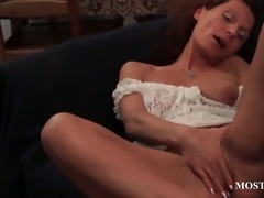 skinny mature fingering her snatch