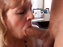 aged big beautiful woman gives a great blowjob