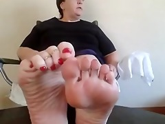 mature big beautiful woman oiled soles