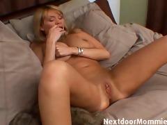 mature woman with huge wobblers masturbates