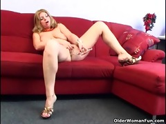 older housewife with large tits is dildoing her