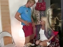 blond d like to fuck takes new shlong fro...