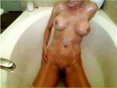 wcg: rubber dub dub tub enjoyment