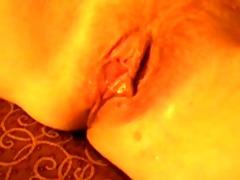 sbrodola dalla fica mentre mangia il cazzo