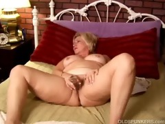 mature amateur with large meatballs