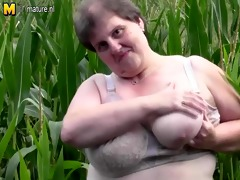 big corpulent mamma do this in a cornfield