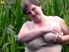 big corpulent mamma do this in a cornfield